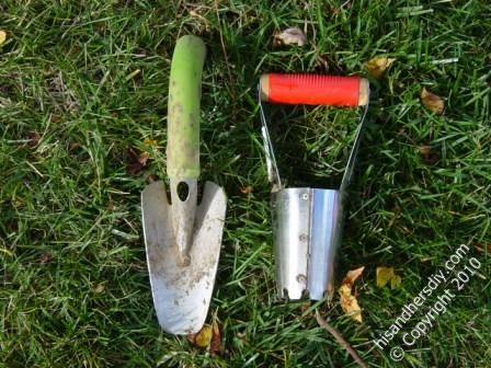 tools-for-planting-crocus