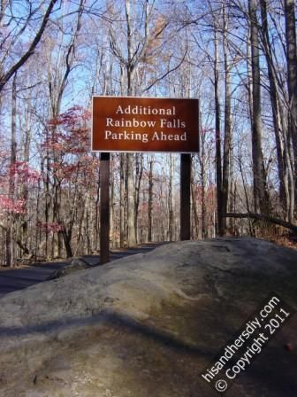 rainbow-falls-parking-sign