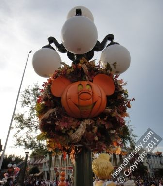 Main-Street-Halloween-Decorations