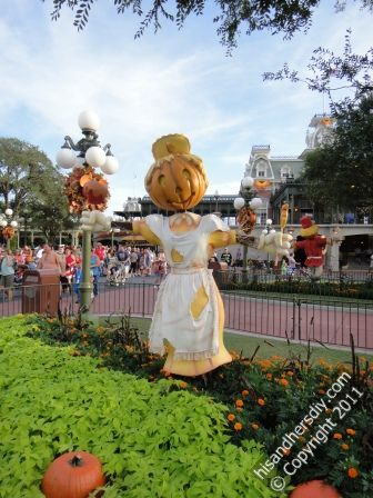 Mickeys-Not-So-Scary-Halloween-Decorations