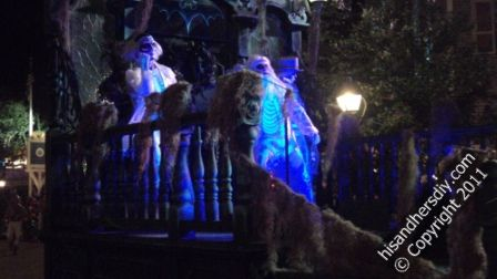 haunted-mansion-parade-float